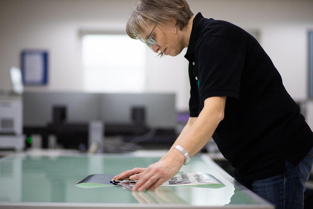 Ap-Druckservice, Silvia Pfefferkorn, Höchste Präzision für herausragende Druck- & Folierungsergebnisse